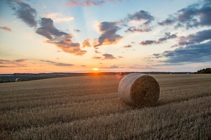 nick-jay-photography-hay-bales-under-an-evening-sky